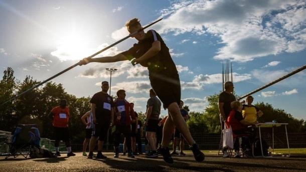Wettkampfausstattung für Hoyerswerdas Leichtathleten