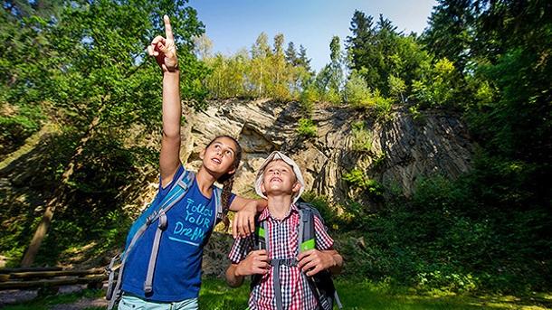 Steine und Wälder – Bewahrer von Leben und Wissen