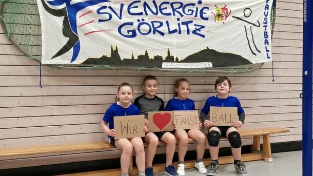 Ohne Bälle kein Training für unsere Faustball-Kids