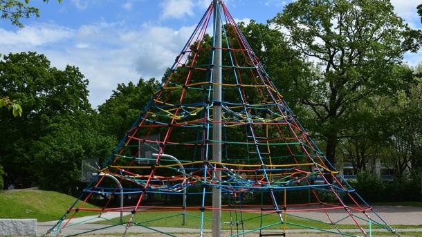 Eine Kletterpyramide für mehr Pausenspaß