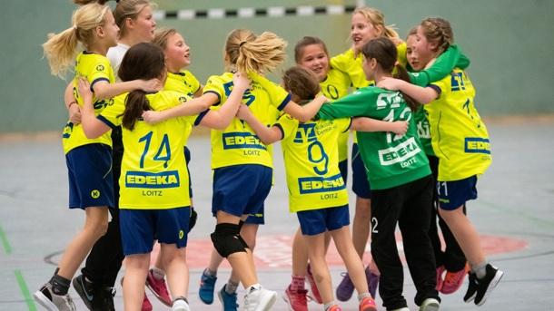 Siebenmeter-Tor! Förderung junger Handballtalente